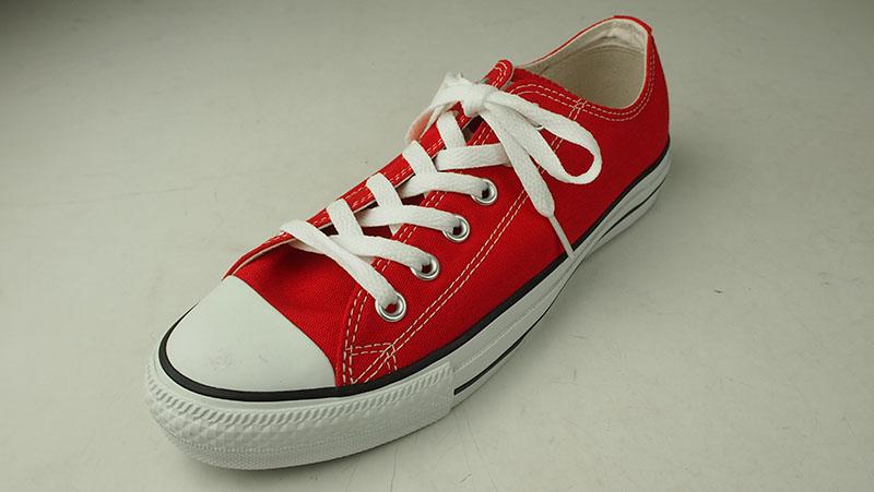 私が革靴好きだから、ということもあるでしょうが、やっぱりシューレースタイプ(靴ひもタイプ)は、足元が引き締まるような気がしてならないのです。